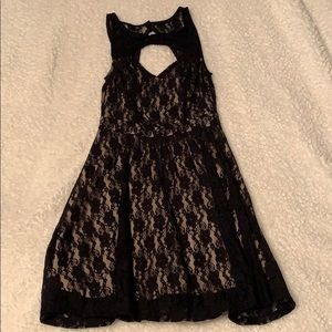 Material Girl / black lace dress